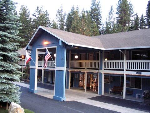 The Christmas Inn.The Christmas Tree Inn At Mi Wuk Village California